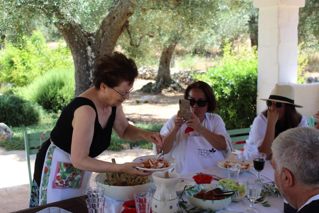 Making classes and cookery courses at home