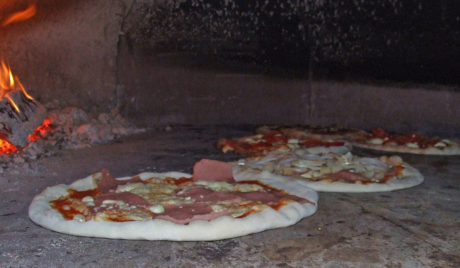 Learn how to make pizza in Puglia