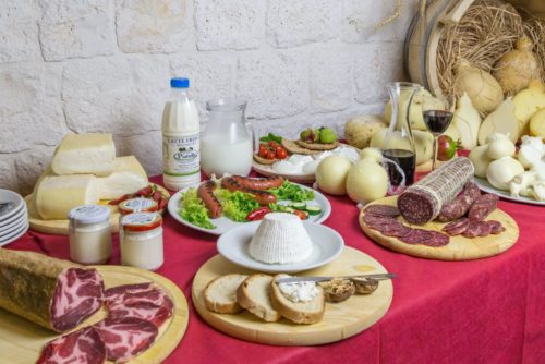 Fresh and hard cheese tasting tour in Puglia