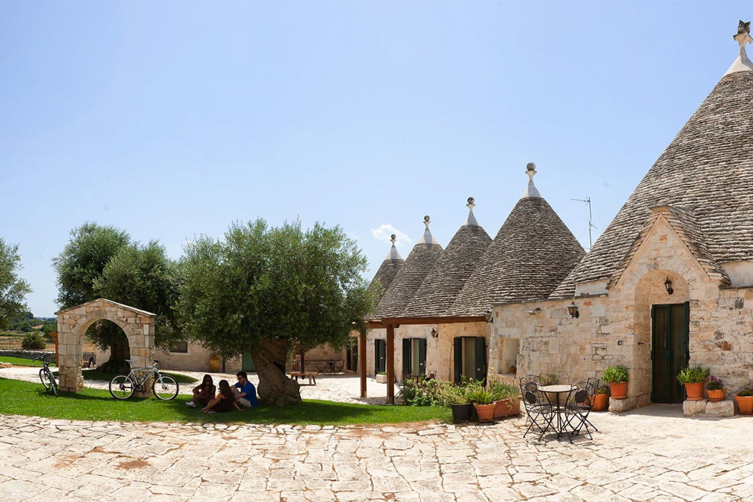 Apulian food and wine products tasting tour