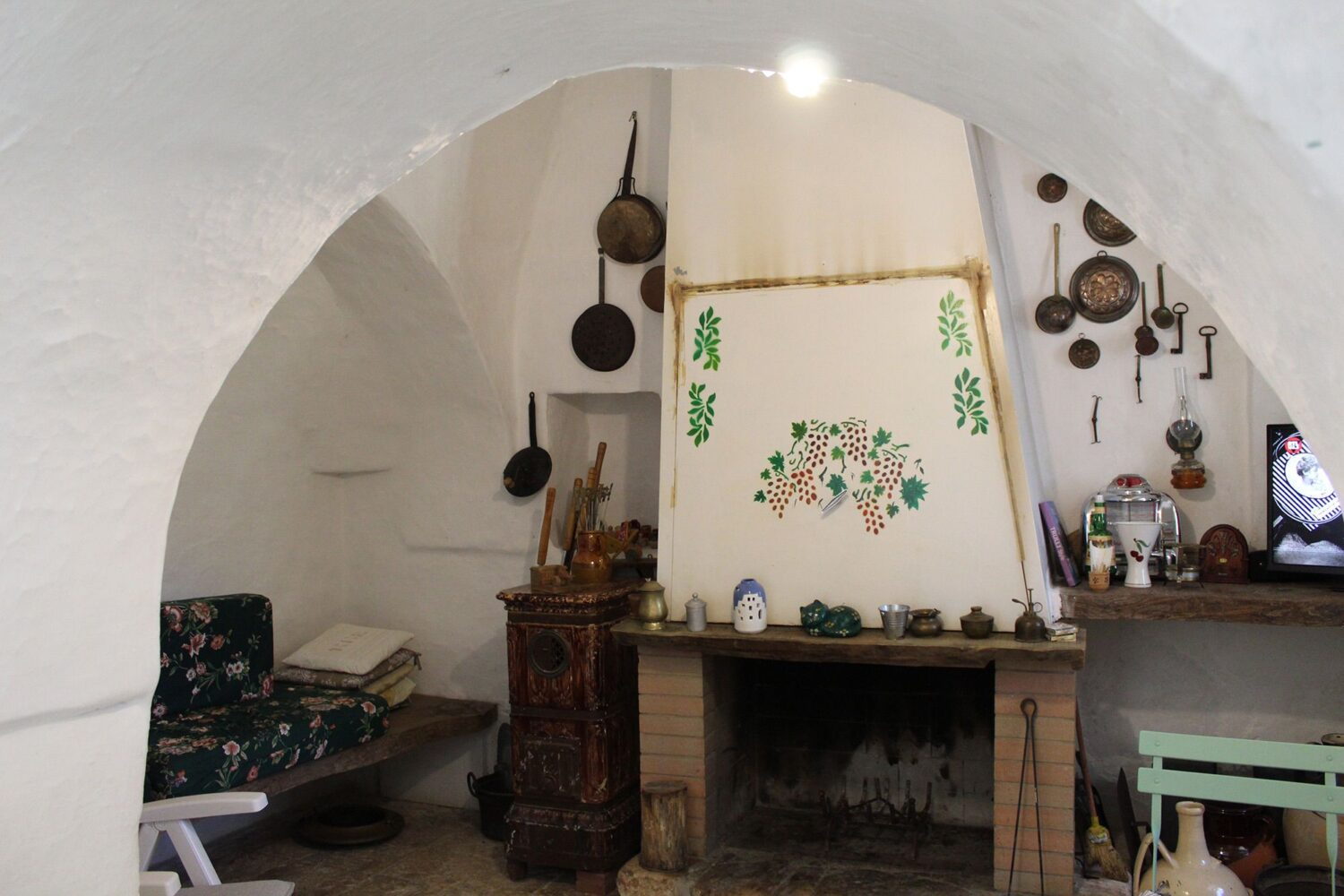 How inside trulli Puglia