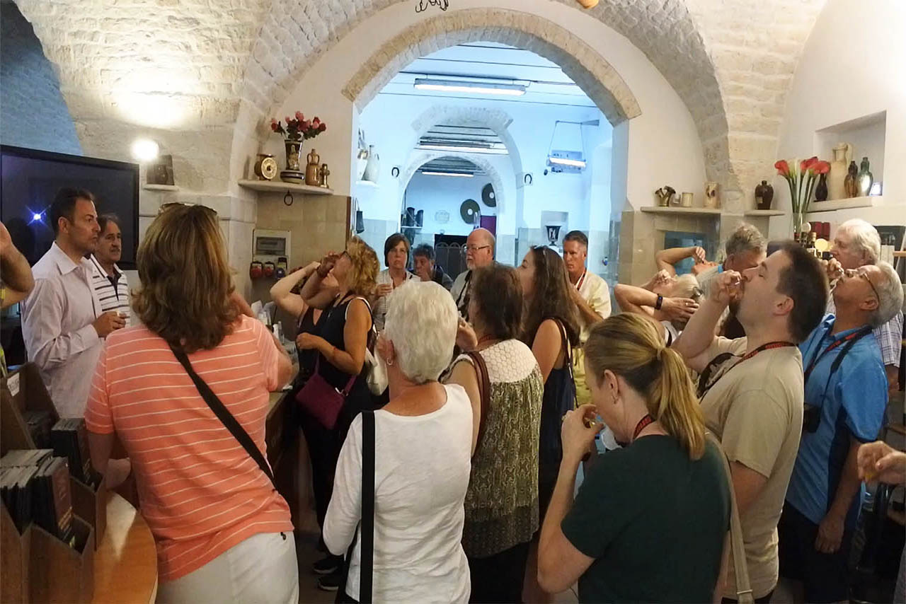 Visita antico frantoio con degustazione di olio in Puglia