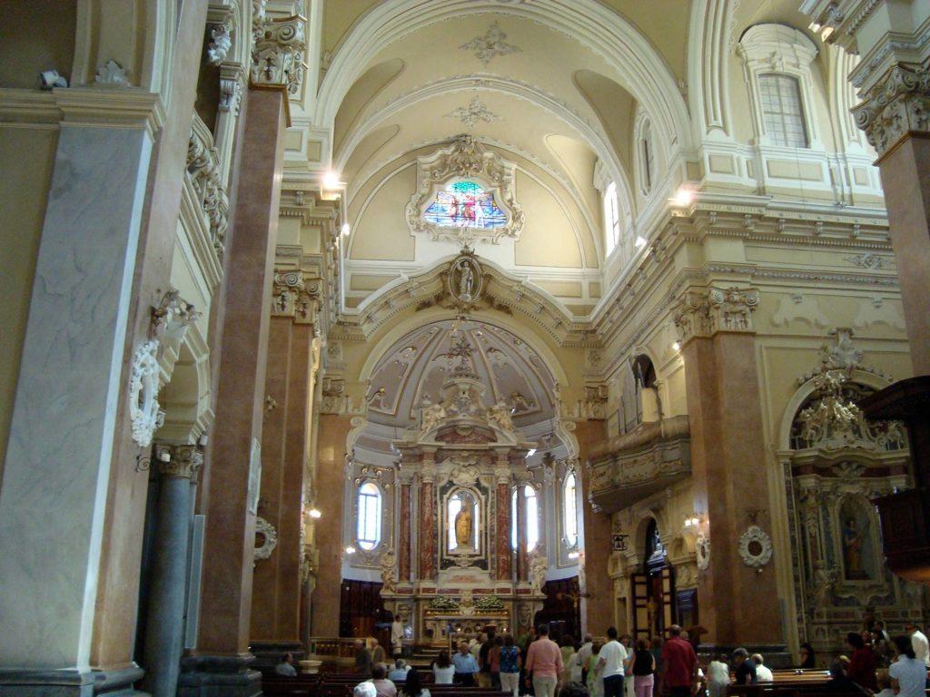 Interno della Basilica di San Martino a Martina Franca