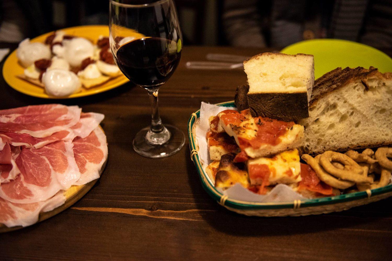 Piatti di prodotti tipici della Puglia