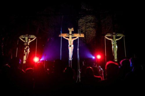 Crocifissione di Gesù durante la passione vivente di Alberobello