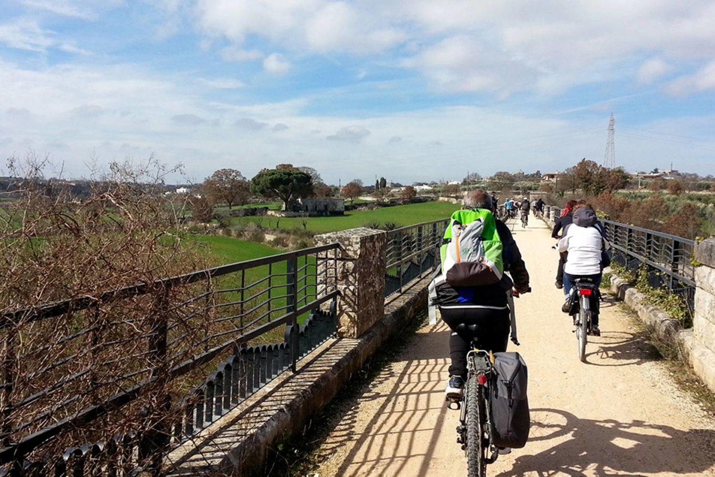 Valle d'Itria cicloturismo ciclovia dell'Aquedotto Pugliese