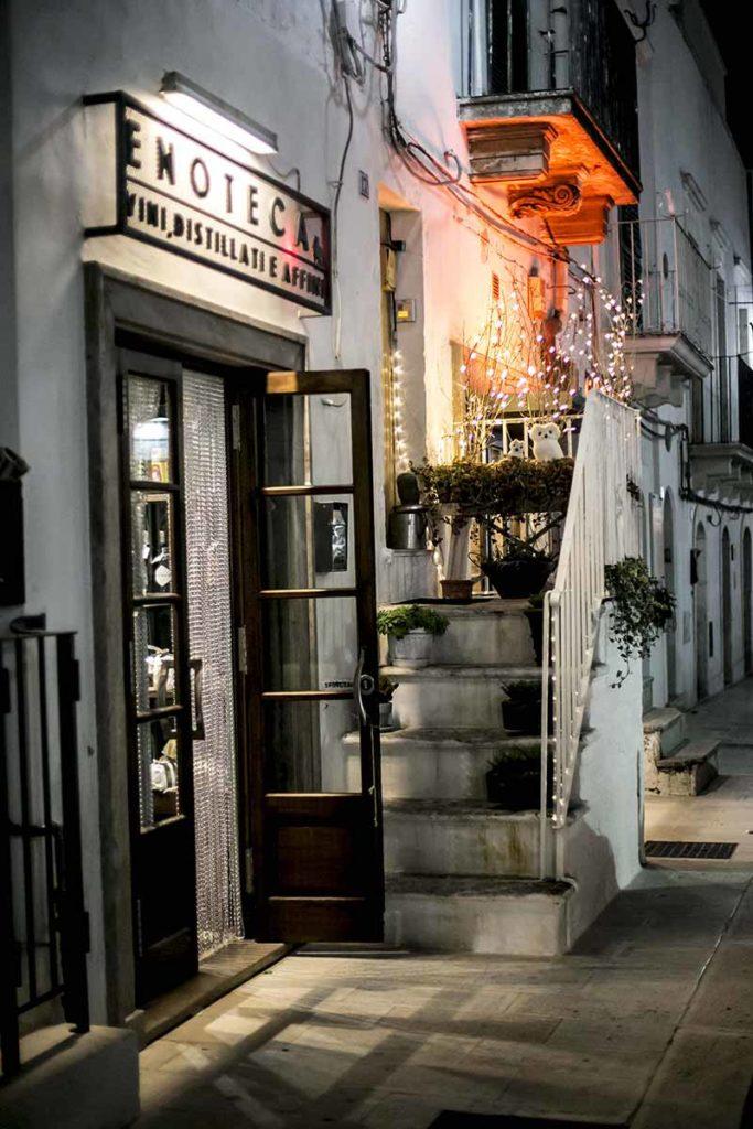 best wines of Puglia in wine shop
