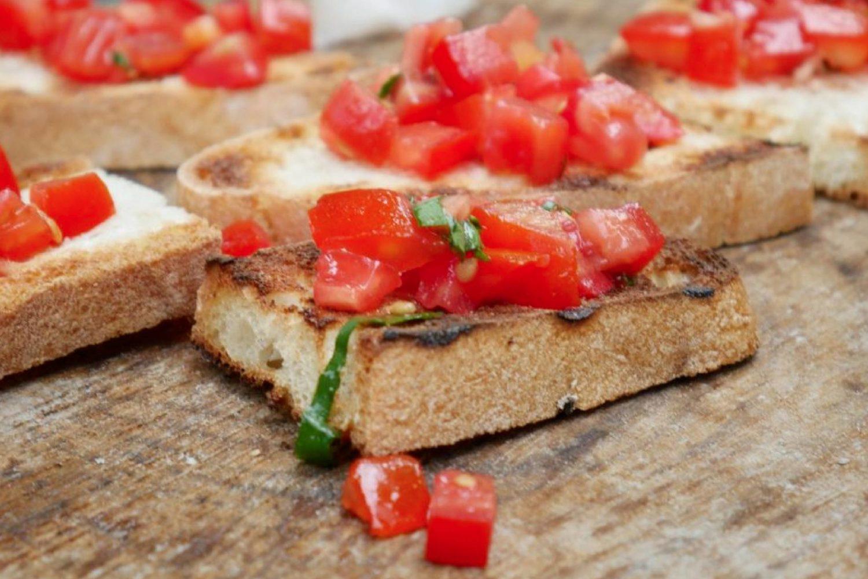 Bruschetta Puglia pane olio evo pomodoro