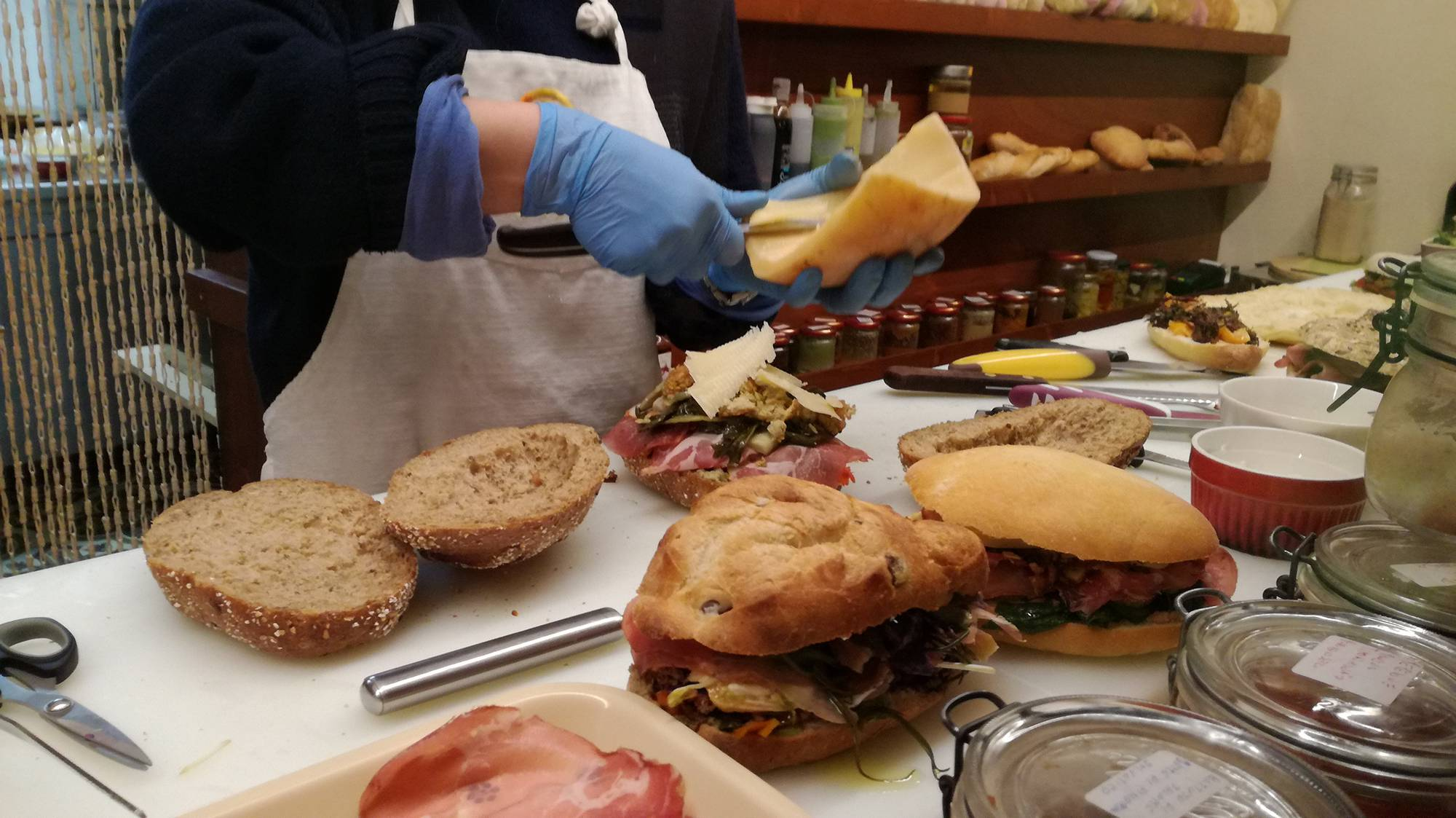 Ingredienti pugliesi panino Noci