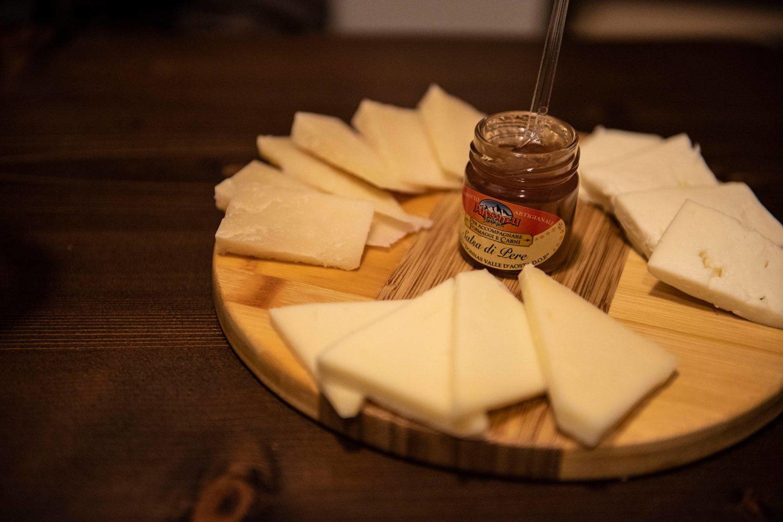 Degustação de queijos e geleia na Puglia