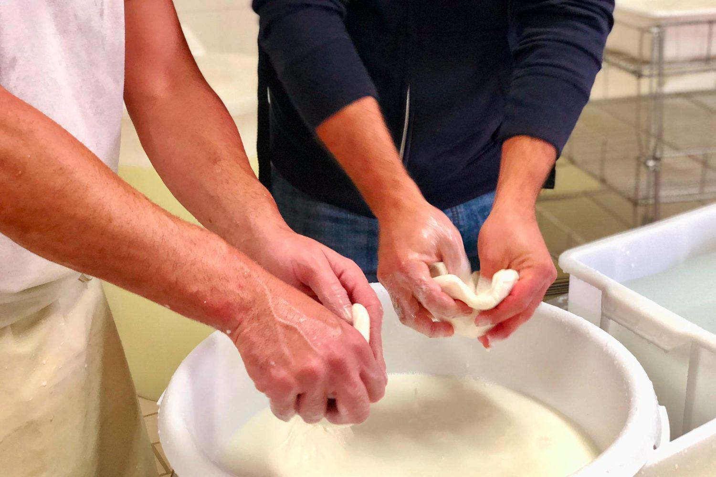 How to make mozzarella and burrata in Puglia