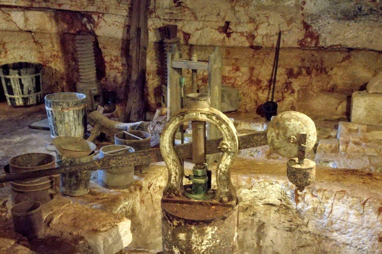 Antica masseria di Ostuni con frantoio ipogeo