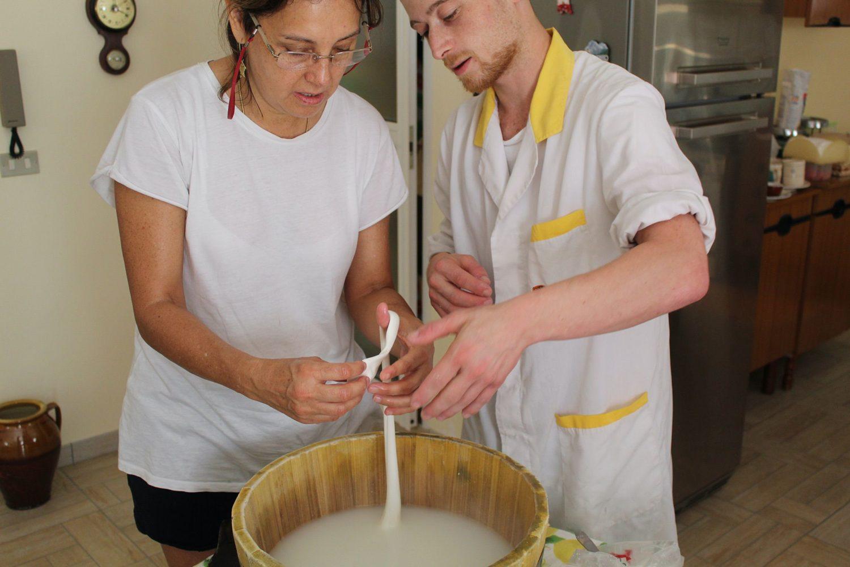 Mozzarella cooking class in Puglia